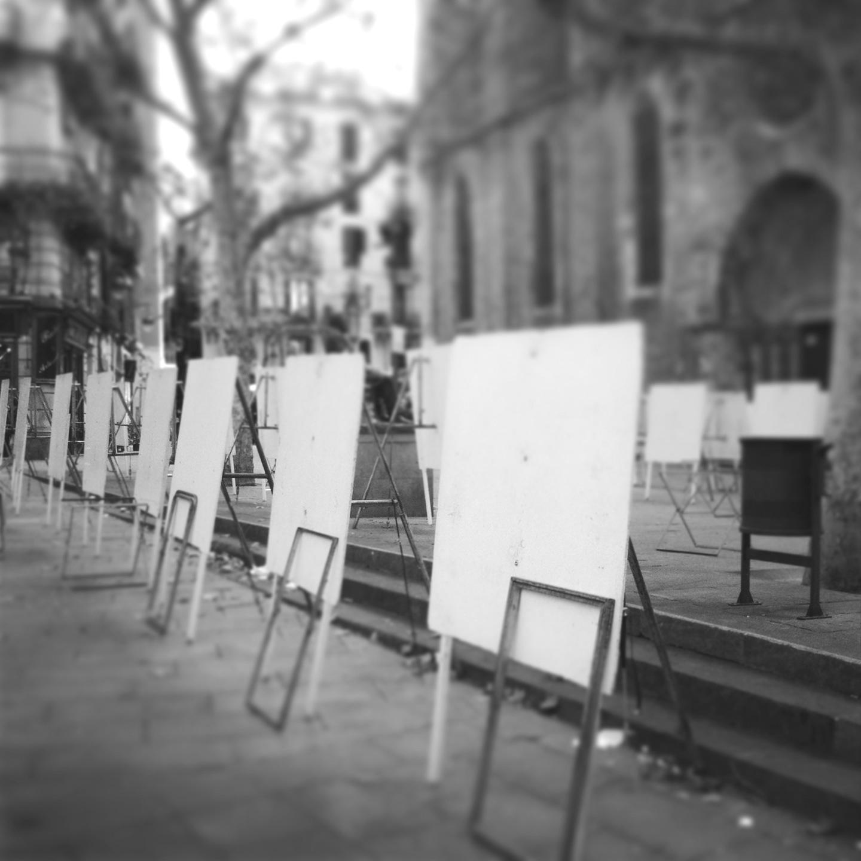 Barcelona's art market in plaza del pi empty